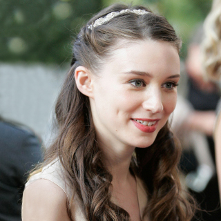 rooney-mara-curl-headband-jewel-accessory-volume-body-best-style-cut-thin-hair-beauty-spry