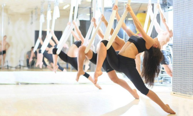 Aerial-Yoga-Exercise-Workout-Spry