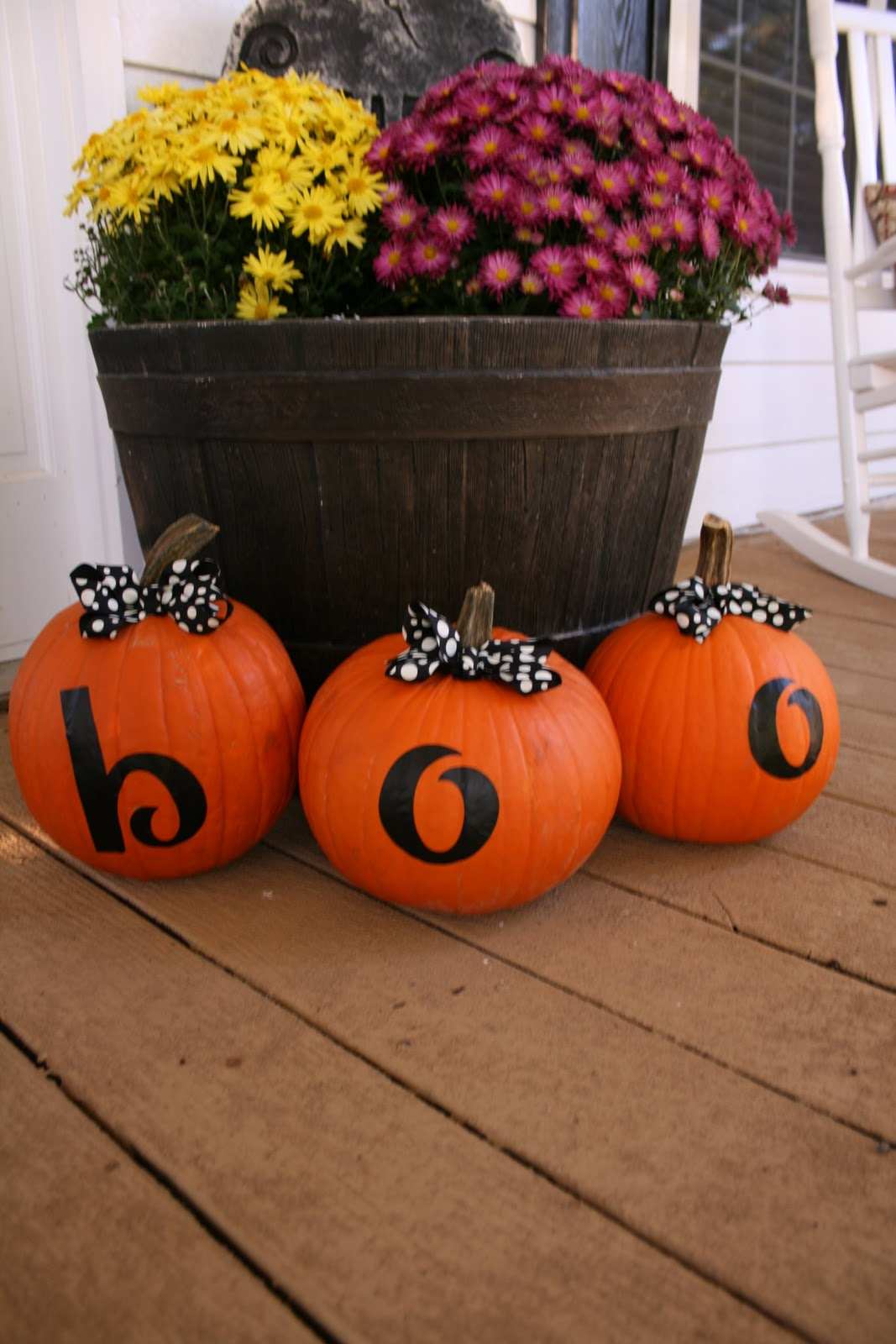 7 easy tricks for beautiful halloween pumpkins square for Glow in the dark paint for real pumpkins