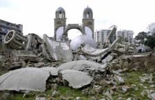 Црква свете Тројице у центру Ђаковице пре коначног ''брисања''