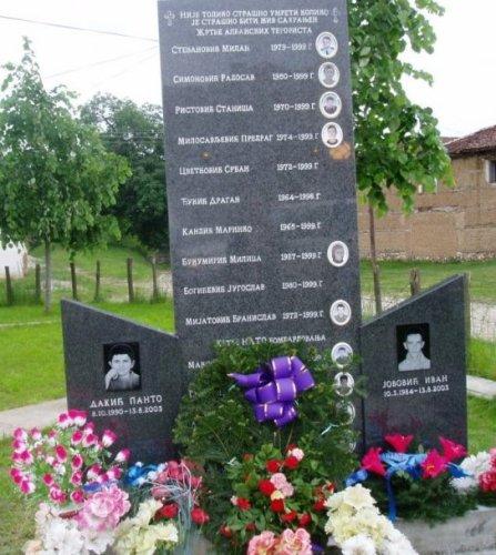 Споменик у центру Гораждевца убијеној српској деци и страдалима од НАТО- а и Албанаца