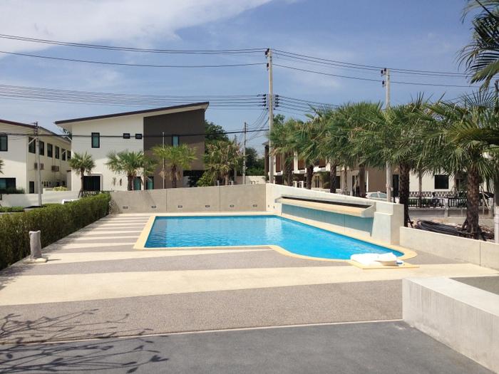 Palm Hill Sriracha Pool