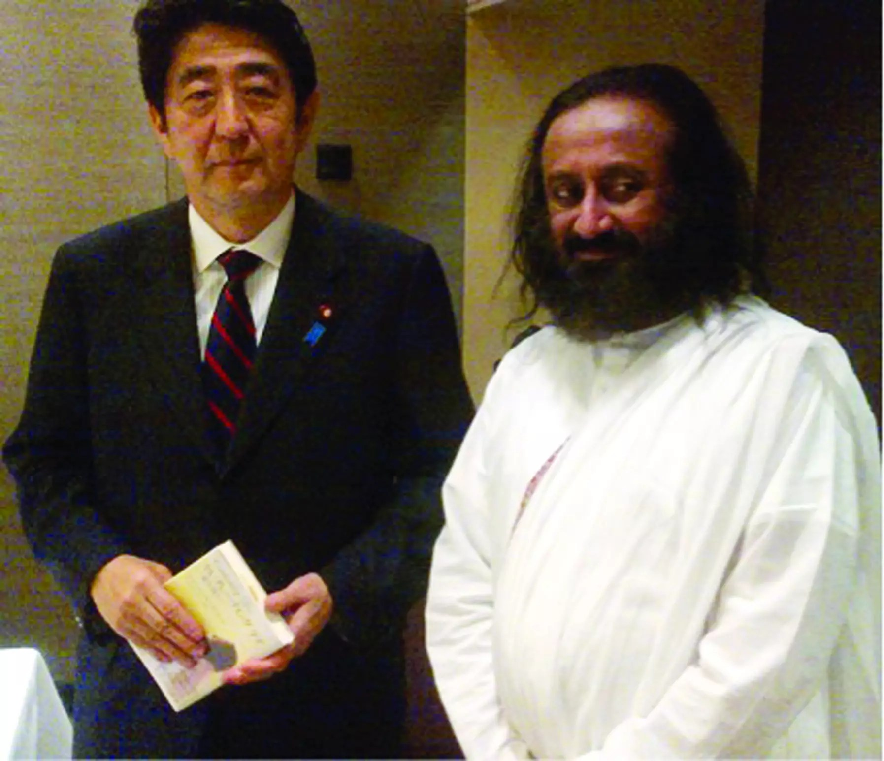 "Japanese Prime Minister lauds Sri Sri's ""Wave of Happiness"" Campaign"