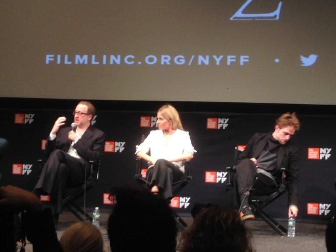 רוברט פטינסון, סיינה מילר והבמאי ג׳יימס גריי בתום הקרנת ״העיר האבודה זד״