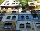 Hundertwasserhaus - Grönska och ojämna linjer är Hundertwassers melodi. (Foto: Ulf Liljankoski)