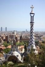 Gaudís kurviga former i Barcelona är goda exempel på välfungerande arkitektur utan raka linjer. (Foto: Ulf Liljankoski)