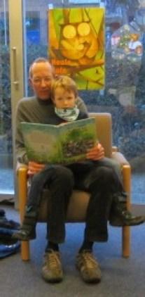 Vorlesesituation vater und Sohn