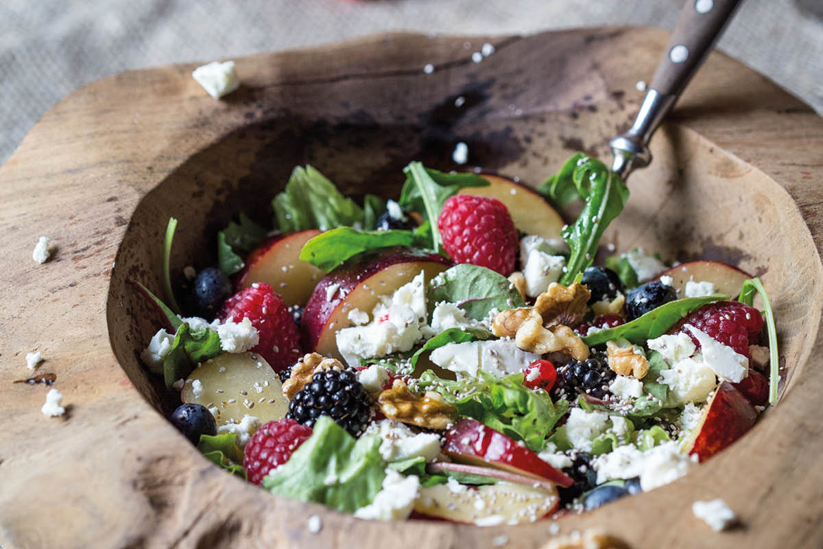 Bunter Pflaumen-Beeren-Salat von foodandfeelings.de