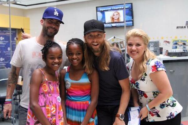 Adam Levine & Kelly Clarkson at Children's Hospital