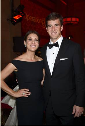 Eli Manning and Kate Walsh