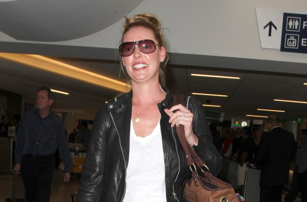 """Grey's Anatomy"" actress, Katherine Heigl spotted arriving into Los Angeles with her adorable dogs."