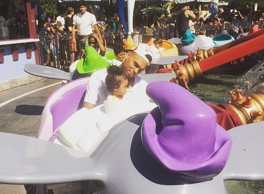 chris-brown-takes-daughter-to-disneyland