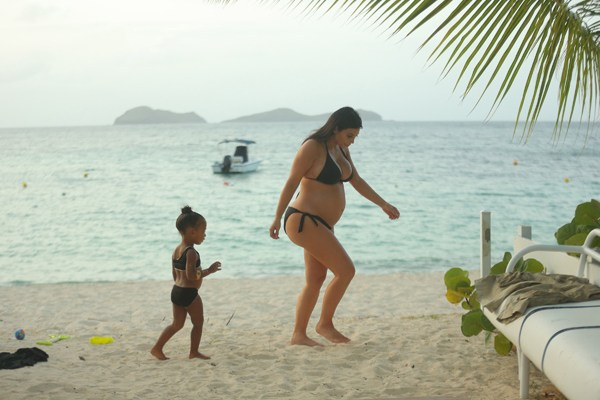 EXCLUSIVE: **PREMIUM EXCLUSIVE RATES APPLY **STRICTLY NO WEB UNTIL 11AM GMT SEPT 3RD** Pregnant Kim Kardashian spends some time with her daughter, North on her last day on vacation in St Bart's.  Pics taken August 20th.  Pictured: Kim Kardashian and North Ref: SPL1110822  020915   EXCLUSIVE Picture by: Brian Prahl / Splash News  Splash News and Pictures Los Angeles:310-821-2666 New York:212-619-2666 London:870-934-2666 photodesk@splashnews.com