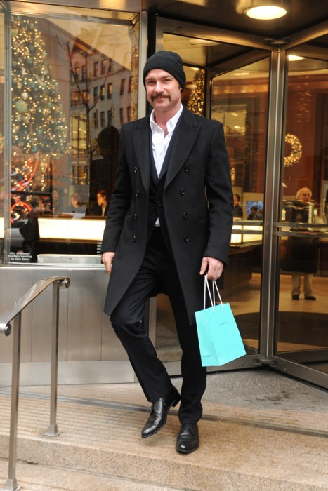 Looks Like Liev Schreiber is Picking up A Holiday Gift for Naomi Watts at Tiffany&Co.
