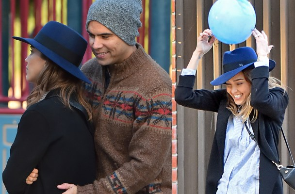 EXCLUSIVE: Jessica Alba gets bumped in the head with a ball while paying catch with her husband in Beverly Hills. Jessica and her family (Children not pictured) were having a great time at Coldwater Canyon Park playing passing a ball back and forth when the ball hit Jessica on her hat. it was a very light air filled ball and Jessica Played it off and kept playing the game.  Pictured: Jessica Alba and Cash Warren Ref: SPL1187031  301115   EXCLUSIVE Picture by: Splash News  Splash News and Pictures Los Angeles:	310-821-2666 New York:	212-619-2666 London:	870-934-2666 photodesk@splashnews.com