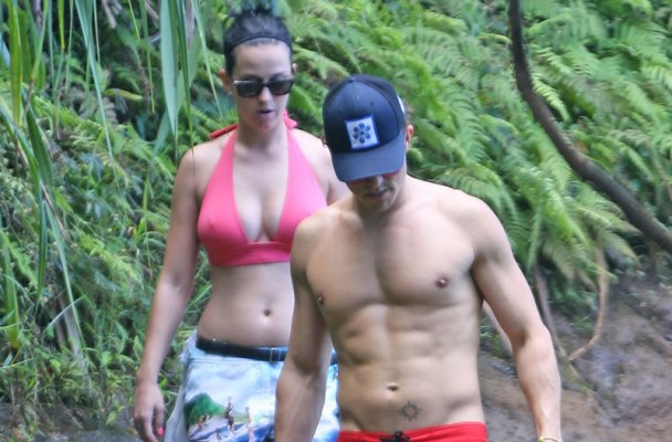 katy-perry-dating-orlando-bloom-shirtless-topless-bikini-pics