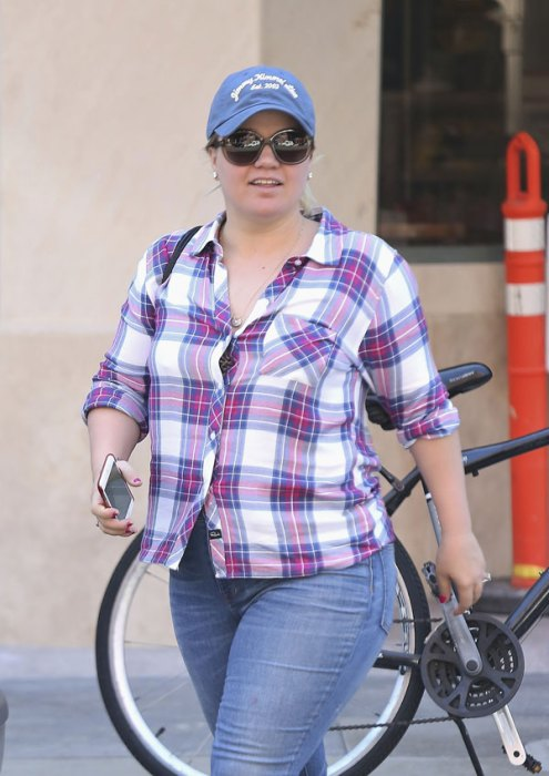 kelly-clarkson-baby-boy-son-first-pic-05