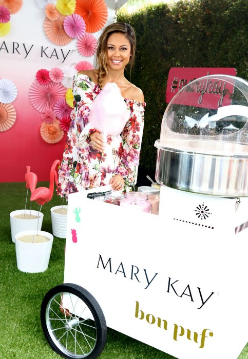 Vanessa-Lachey-Mary-Kay's-Super-Saturday-3
