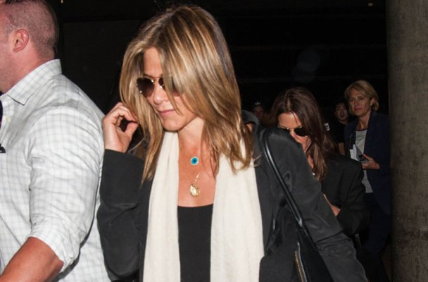 Jennifer Aniston Pregnant Rumors LAX Video