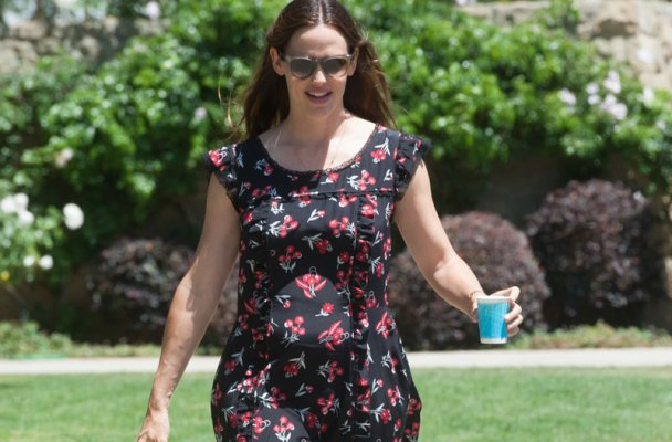 jennifer-garner-reacts-pregnancy-rumors01