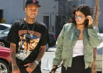 kylie-jenner-dating-tyga-couple-arrives-studio-01