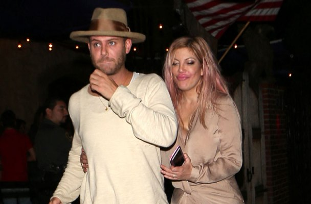 tori-spelling-partying-mystery-man