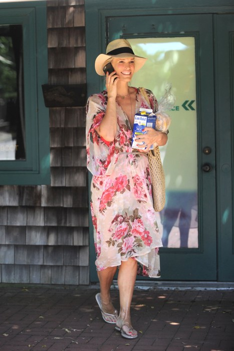 A Pregnant Molly Sims Running Errands In The Hamptons