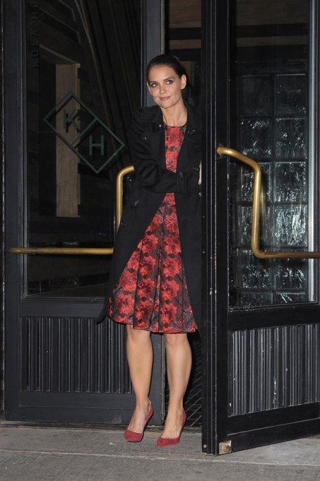 Katie Holmes Leaving NYC Hotspot Kola HouseRestaurant