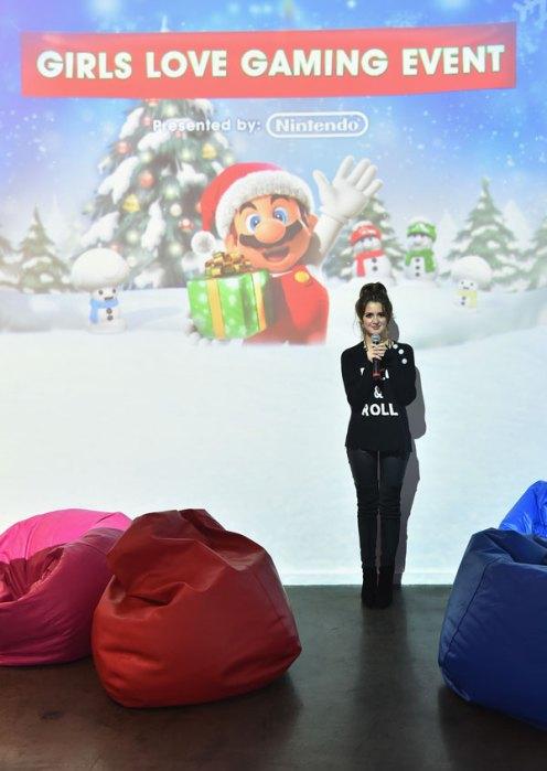 disney-channel-star-austin-ally-laura-marano-nintendo-3ds-girls-love-gaming-event-pics-6