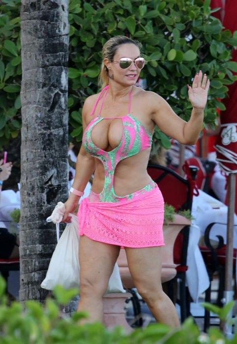 coco-austin-boobs-bikini-daughter-chanel-ice-t-miami-pics-8