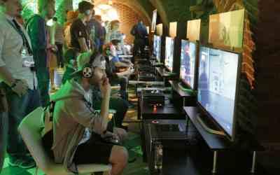 xbox-gamescom-fanfest-2015-fans-playing-rainbow-six-siege-2-jpg1
