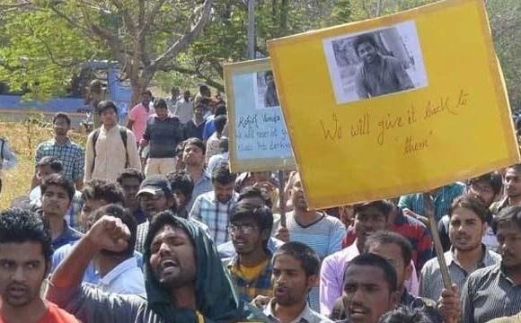 हैदराबाद यूनिवर्सिटी से भूख हड़ताल पर बैठे छात्रों को बाहर निकाला