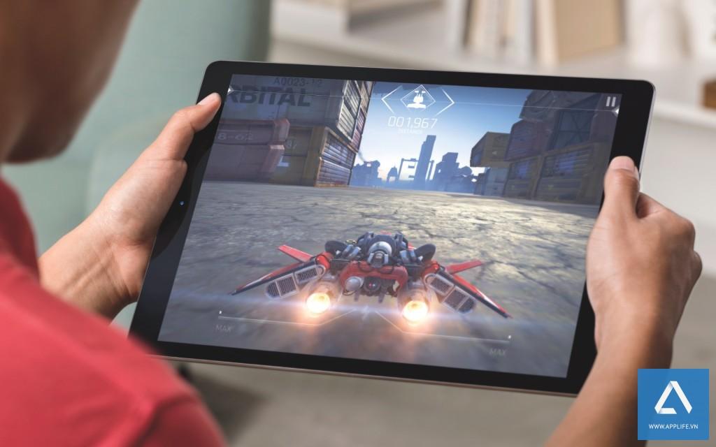iPad-Pro-gaming-lifestyle-003-1024x640