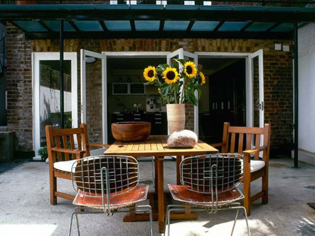 15 idee per arredare balconi terrazzi e verande guida for Idee patio per case in stile ranch