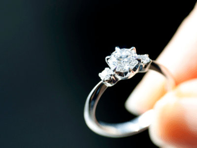 A Bunch Of Finance Guys Are Whining About Buying Their Fiancées Diamond Rings On An Online ...