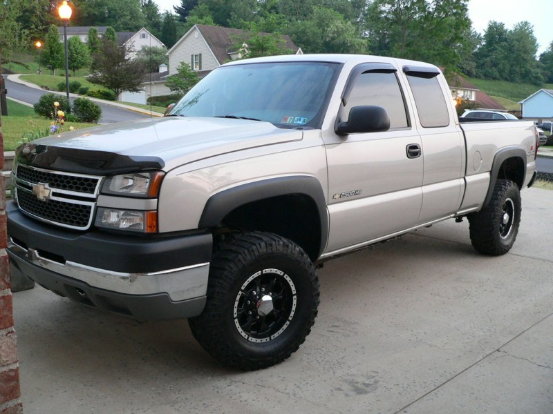 2005 GMC Sierra 2500HD   Overview   CarGurus Cars compared to 2005 GMC Sierra 2500HD