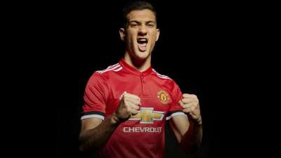 Manchester United sign Portuguese defender Diogo Dalot from Porto on five-year deal