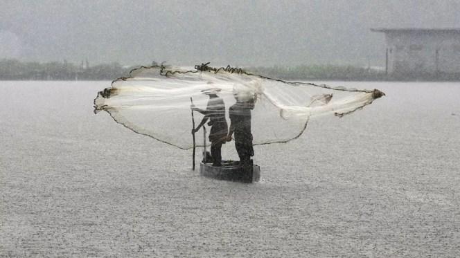 الصيد تحت المطر