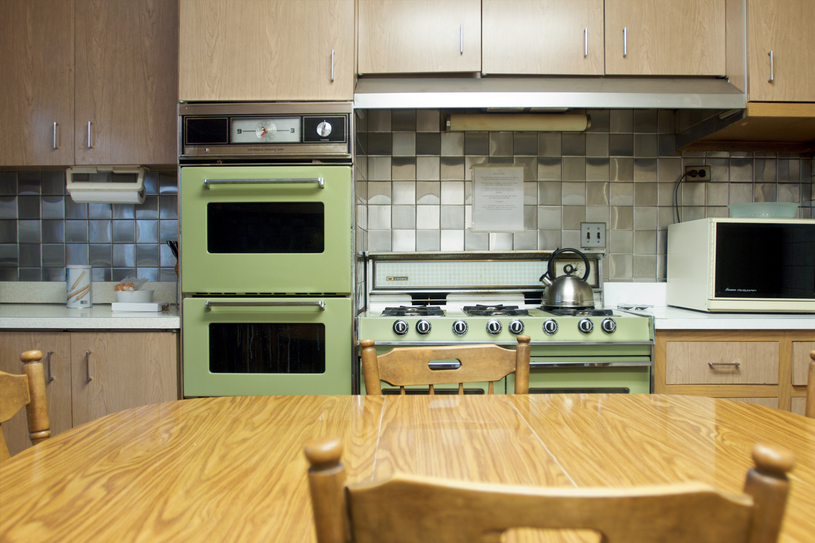 smart options kitchen flooring cheap kitchen flooring Avocado green kitchen