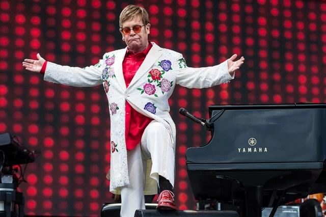 Картинки по запросу Elton John: 'Being a performer saved my life'