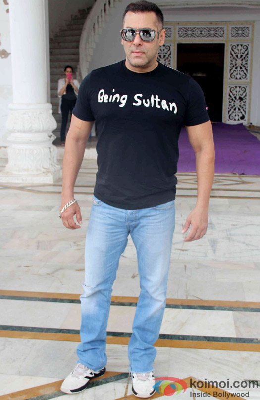 Salman Khan at press meet of Sultan's Success