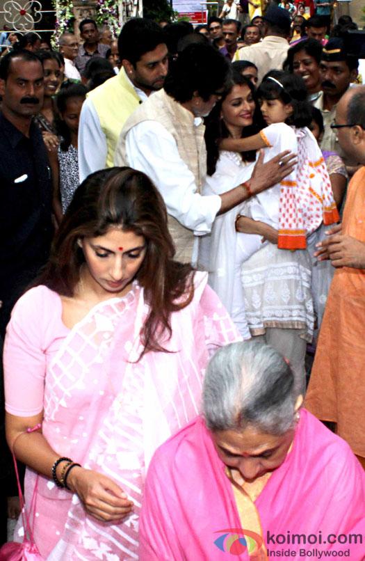 Amitabh Bachchan along with Jaya Bachchan, Abhishek Bachchan, Aishwarya Rai Bachchan, Aaradhya and Shweta Bachchan Nanda attended a Durga pooja