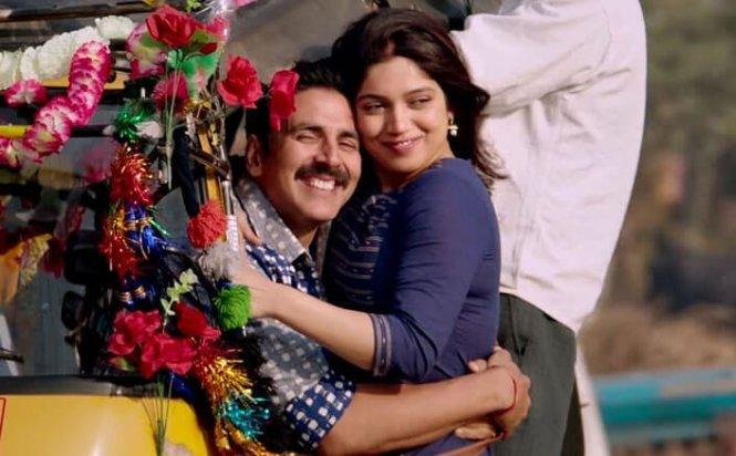 Akshay Kumar – Bhumi Pednekar (Toilet: Ek Prem Katha)