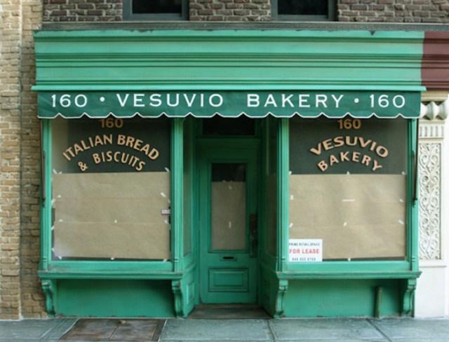 Randy_Hage_-_Vesuvio_Bakery_Sculpture