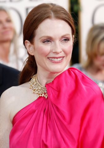 7ics Golden Globes: Julianne Moore Striking In Hot Pink %tag
