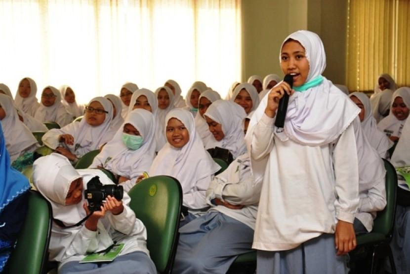 Siswi Madrasah Mu'allimat Muhammadiyah Yogyakarta Kunjungi UMJ