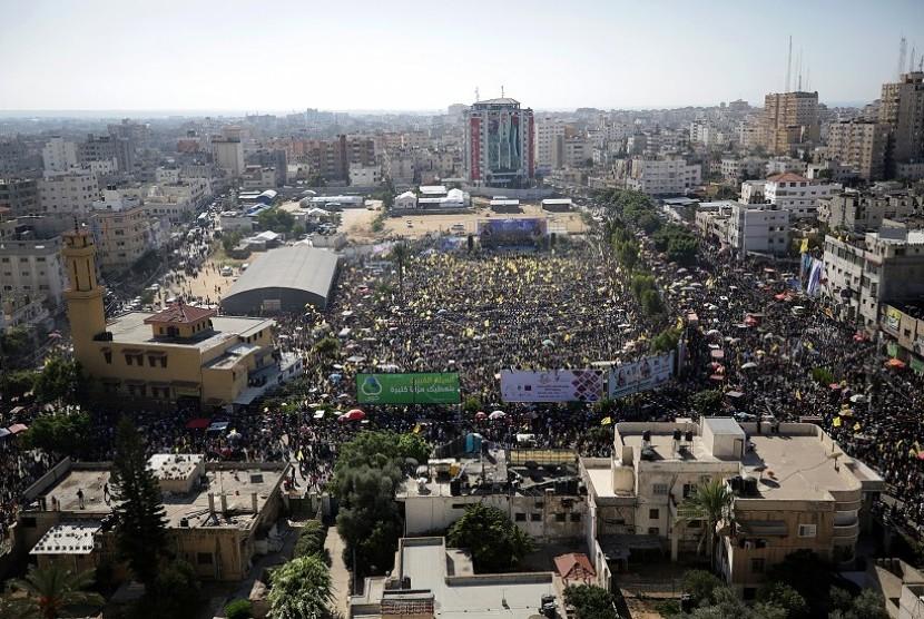 Suasana perayaan peringatan 13 tahun meninggalkan Presiden Palestina Yasser Arafat di Kota Gaza, Palestina, Sabtu (11/11).