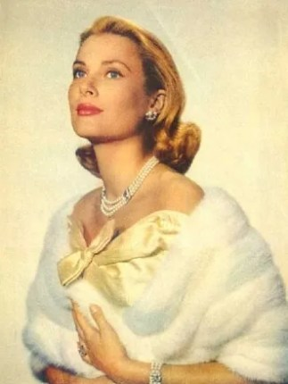Grace Kelly in pearls and white stole
