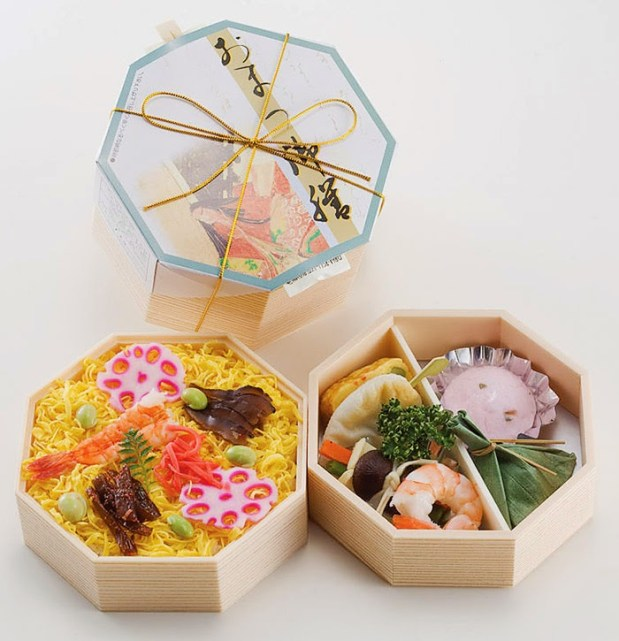 Ekiben (bentobox that sold in train station and train