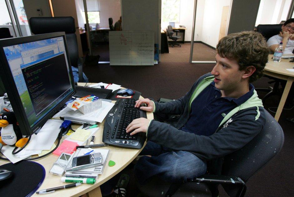 Escritorio Mark Zuckerberg (creador de Facebook)